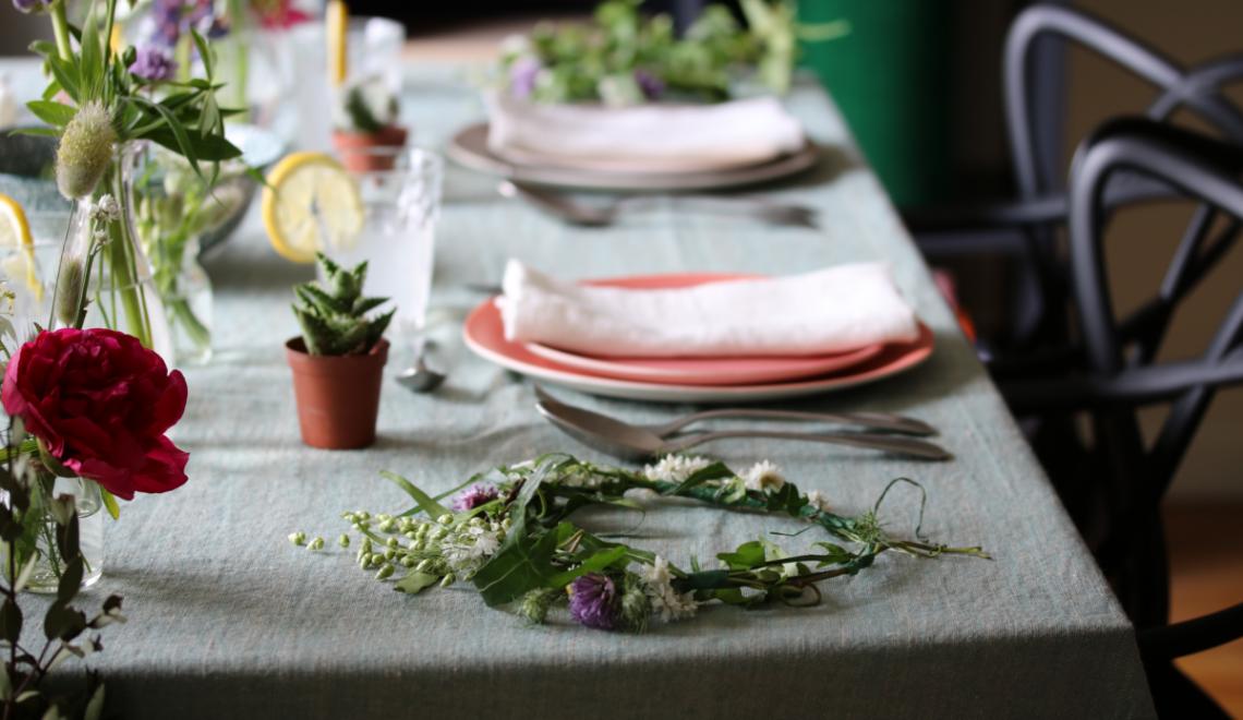 déco de table éthique au style champêtre avec des verres duralex une nappe en lin